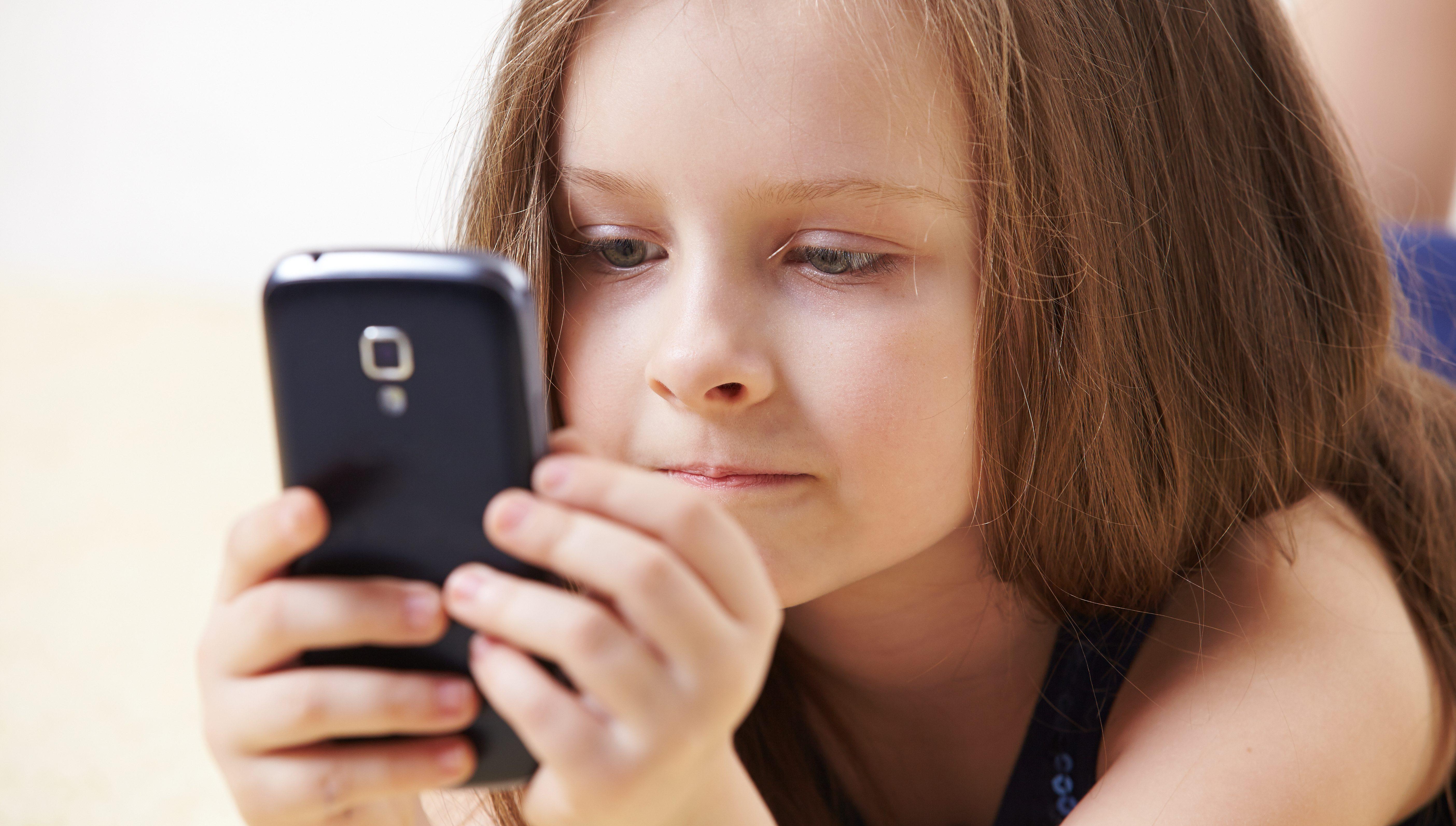 9fbfbe21a93b Какой телефон купить ребенку 7 лет: недорогие смартфоны с GPS для детей