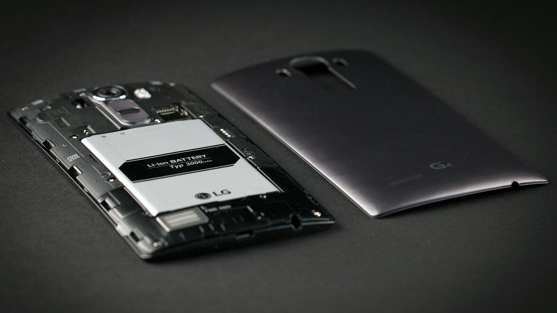 94126c8054267 Нынче смартфоны всё чаще получают несъемный аккумулятор. Некоторых людей  этот факт очень сильно пугает. Ведь в случае съемной батареи всегда можно  купить ...