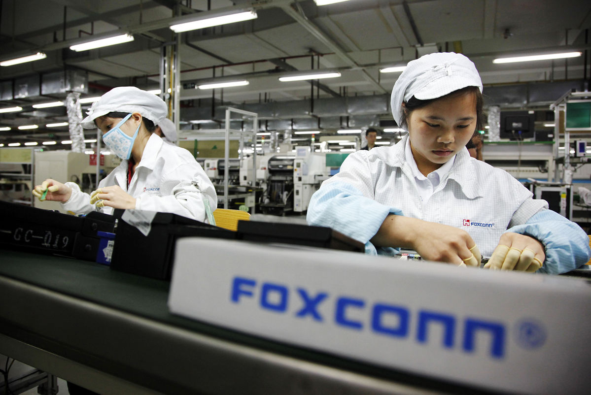 apple manufacturing in china essay
