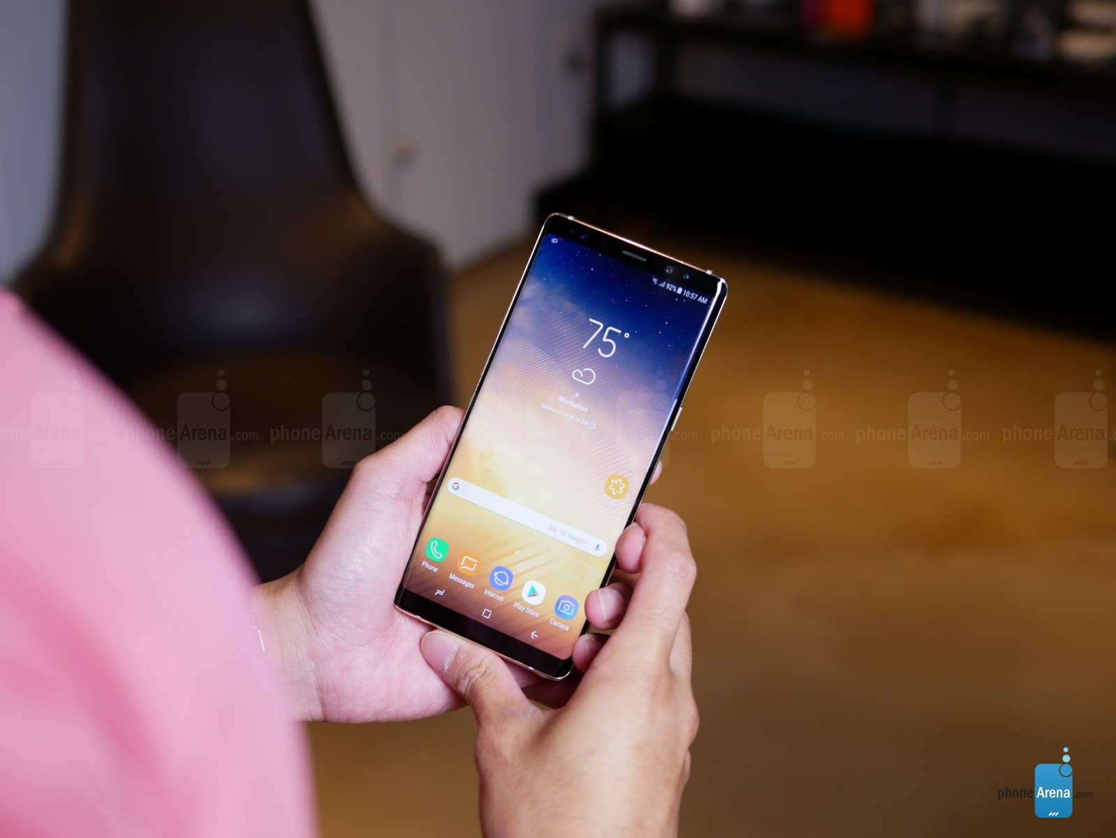 https://i-cdn.phonearena.com/images/articles/298391-image/Galaxy-Note-8-hands-on-specs-price-release-02.jpg