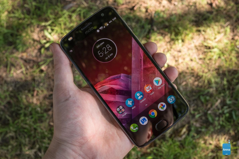 https://i-cdn.phonearena.com/images/reviews/207649-image/Motorola-Moto-Z2-Play-Review-084.jpg