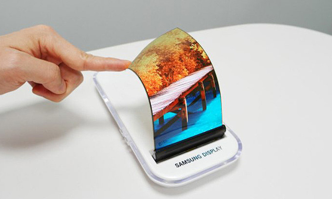 Samsung expected to launch its first foldable smartphone, the Galaxy X, in 2018