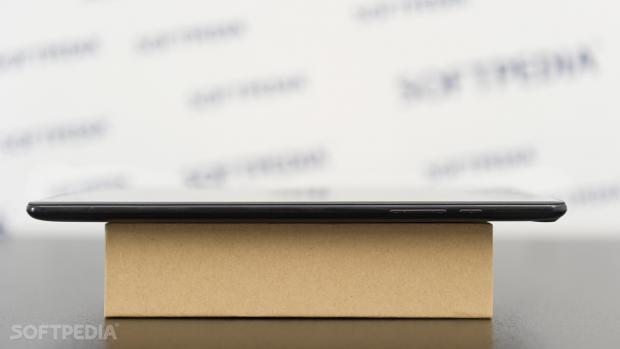 Chuwi Hi9 tablet side view