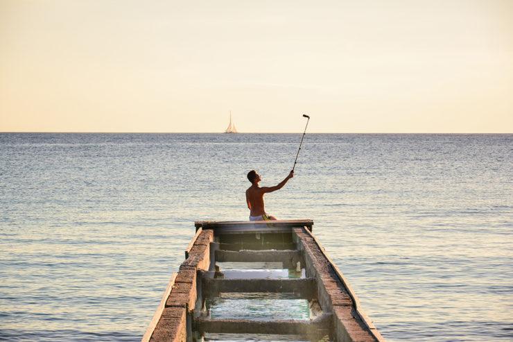 Картинки по запросу смартфон селфи в море