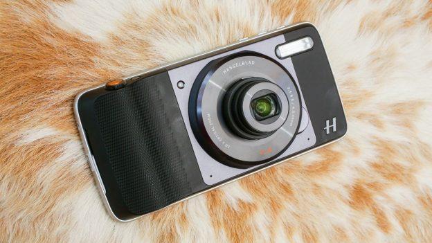 Картинки по запросу Motorola Hasselblad True Zoom Camera Motomod
