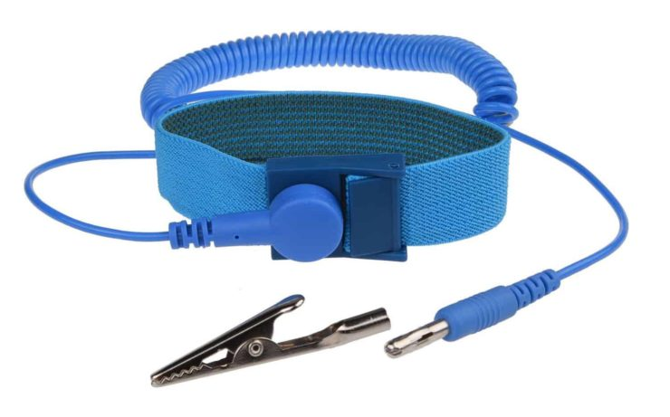 How To Use An Anti-Static Wrist Strap [Simple Guide] - GamingScan