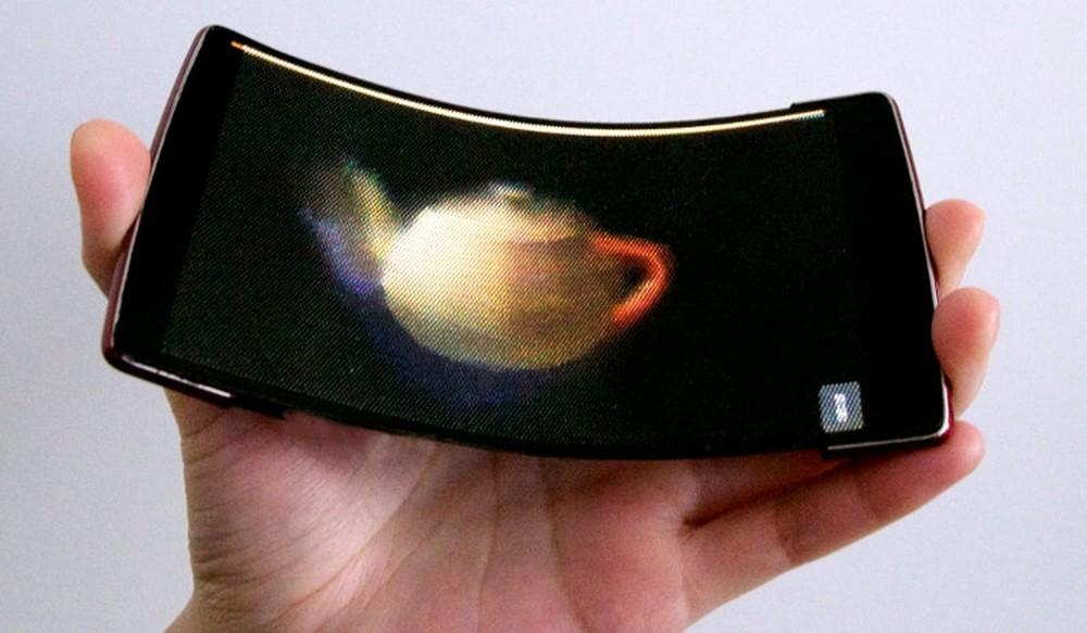 Гибкий смартфон HoloFlex показывает 3D-видео без очков