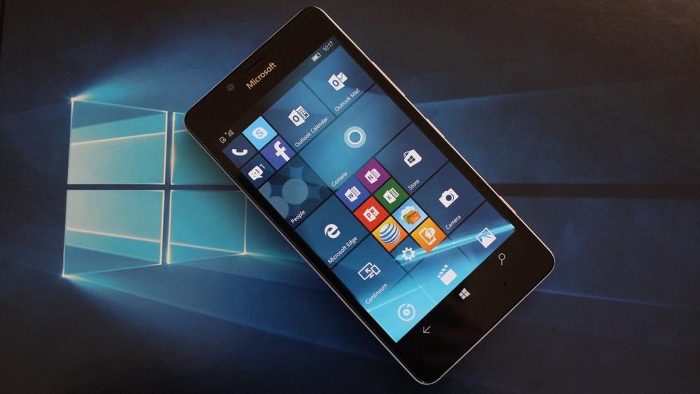 Microsoft отмечает спад продаж смартфонов на Windows Phone