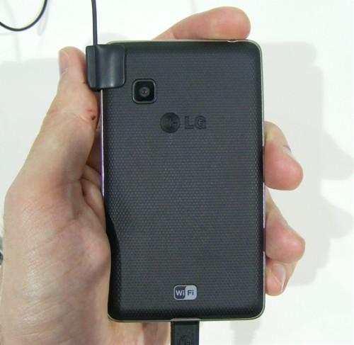 Сотовые телефоны LG T385 Wi-Fi и LG T375