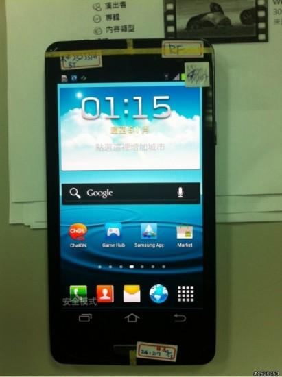 Смартфон Samsung Galaxy S III фронтальная поверхность