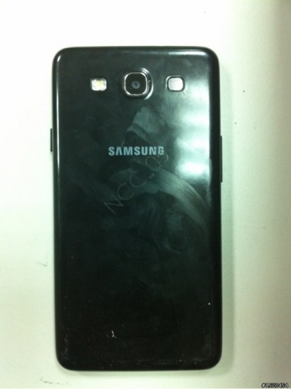 Смартфон Samsung Galaxy S III тыльная поверхность