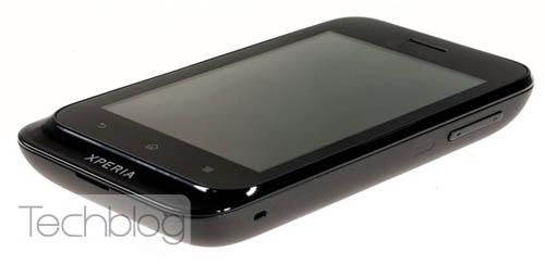 Смартфон Sony ST21i Tapioca: вид сбоку