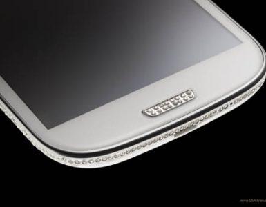 Смартфон Samsung Galaxy S3, инкрустированный кристаллами