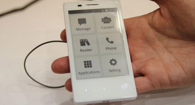 Onyx представила первый в мире смартфон с E-Ink дисплеем на Android 2.3