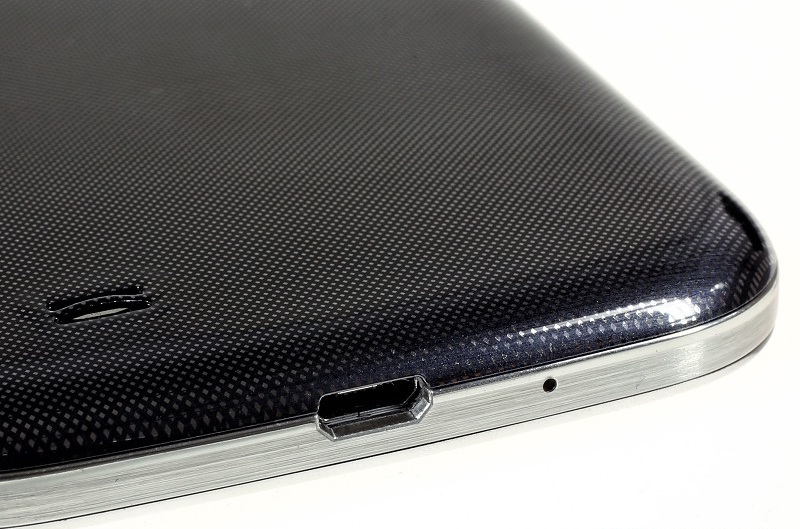The bottom end of the Samsung Galaxy S4