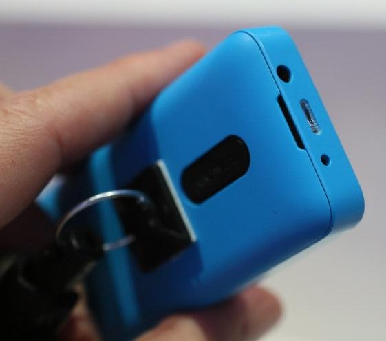 Nokia 105: тыльная сторона