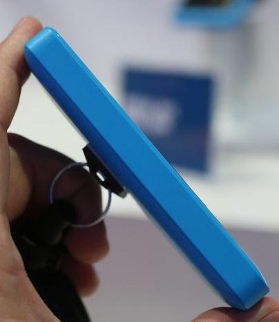 Nokia 105: вид сбоку