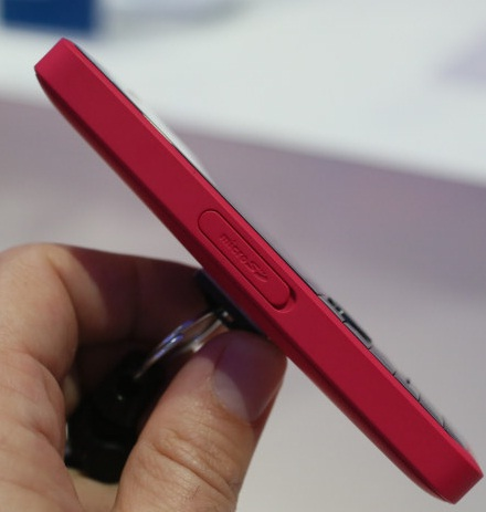 Nokia 301: вид сбоку