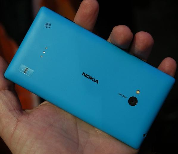 Nokia Lumia 720: тыльная сторона