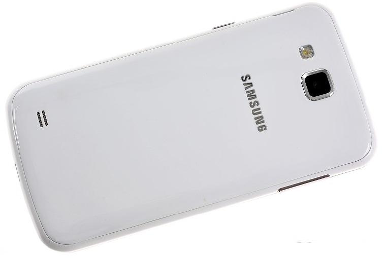 Samsung Galaxy Premier: задняя поверхность
