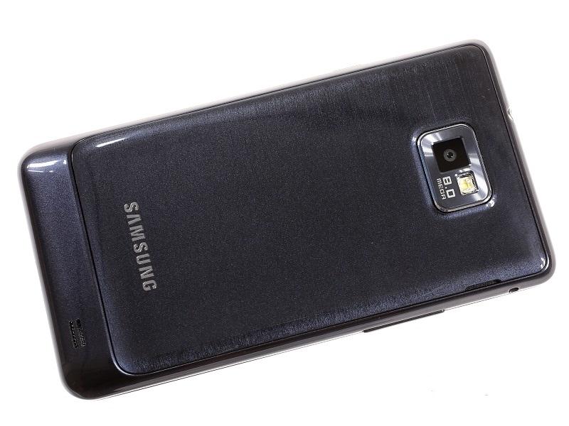 Samsung Galaxy S II Plus: тыльная сторона