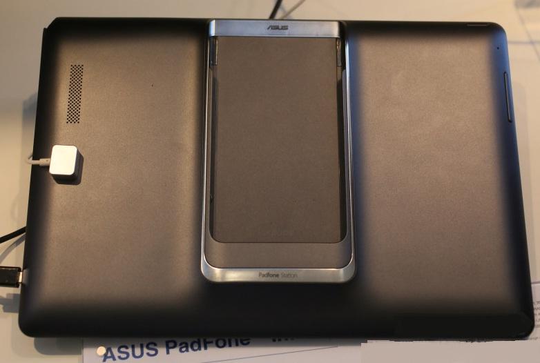 Смартфон Asus PadFone Infinity в док-станции