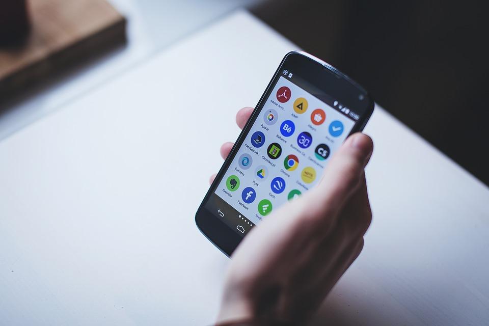 Чем дешевый смартфон лучше любого телефона